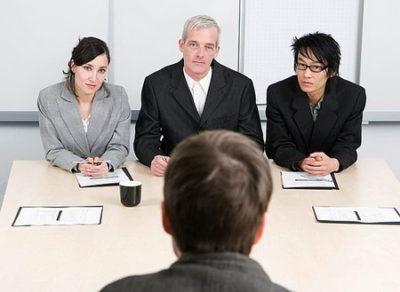 Договор найма работника на работу: правила и образец составления