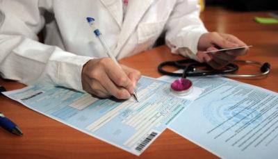 Положено ли премии женщине в декретном больничном
