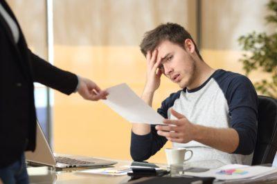Уведомление о сокращении штата работников в связи с предстоящем увольнением: образец предупреждения сотрудников, как отозвать его при отмене решения?