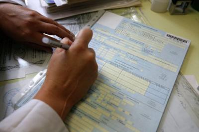 Больничный во время отпуска без оплаты