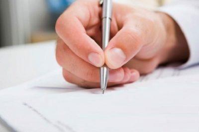 Изображение - Порядок оформления увольнения по сокращению штата – документы и выплаты pishet_zayavlenie_4_14155515-400x266